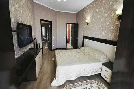 Сдается 2-комнатная квартира посуточно в Геленджике, ул. Крымская, 3.
