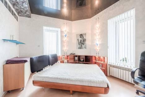 Сдается 1-комнатная квартира посуточно в Гатчине, УРИЦКОГО 19.