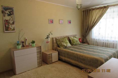 Сдается 3-комнатная квартира посуточно в Яровом, квартал Б дом 2.