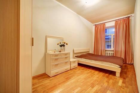 Сдается 2-комнатная квартира посуточно в Санкт-Петербурге, Караванная 7.