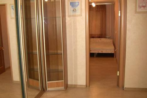 Сдается 3-комнатная квартира посуточно, ул.60 лет октября 5а.