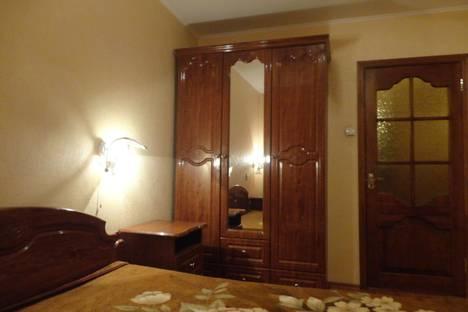 Сдается 2-комнатная квартира посуточно в Орле, октябрьская 62,8подъезд.