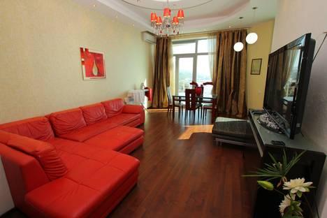 Сдается 3-комнатная квартира посуточно в Ялте, ул. Дражинского, 4А.