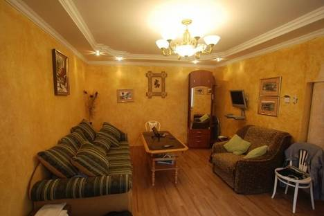 Сдается 3-комнатная квартира посуточнов Береговом, ул.Руданского 9.