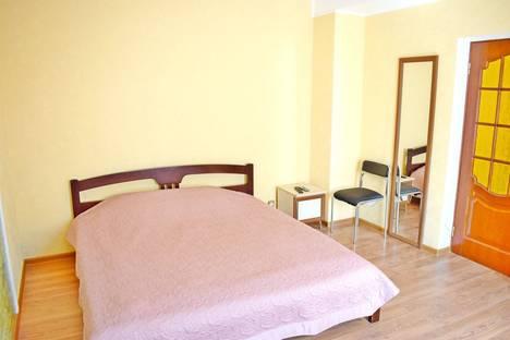 Сдается 2-комнатная квартира посуточно в Ялте, ул. Чехова, 23.