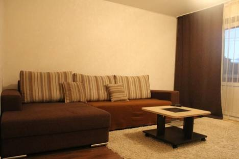 Сдается 3-комнатная квартира посуточнов Саяногорске, Центральный мкрн, дом 38.