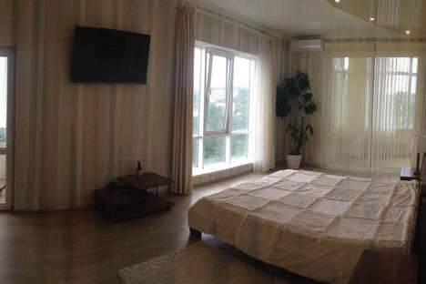 Сдается 3-комнатная квартира посуточнов Сочи, ул. Первомайская, 21.