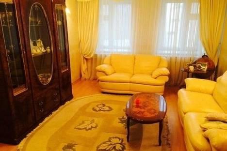 Сдается 3-комнатная квартира посуточно в Перми, ул. Мира 45.