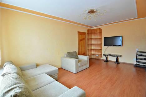 Сдается 2-комнатная квартира посуточнов Хабаровске, Ленинградская, 35а.