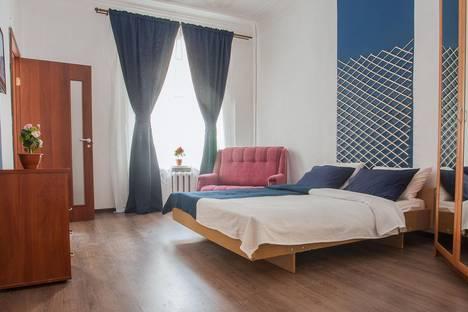Сдается 1-комнатная квартира посуточнов Санкт-Петербурге, ул. Коломенская, 11.