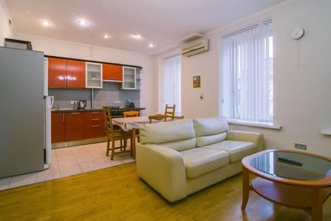 Сдается 3-комнатная квартира посуточнов Санкт-Петербурге, Невский проспект, 84.