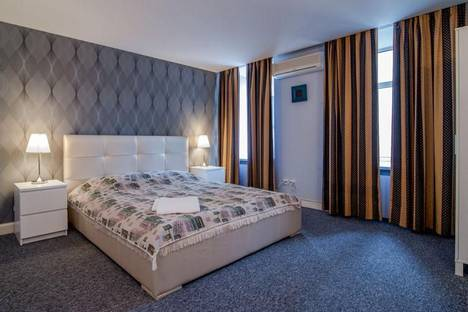 Сдается 3-комнатная квартира посуточно в Санкт-Петербурге, Невский проспект, 32 кв 43.