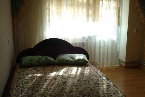 Сдается 2-комнатная квартира посуточно в Черноморском, Кирова 81.