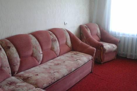 Сдается 2-комнатная квартира посуточно в Яровом, квартал А, дом 39.