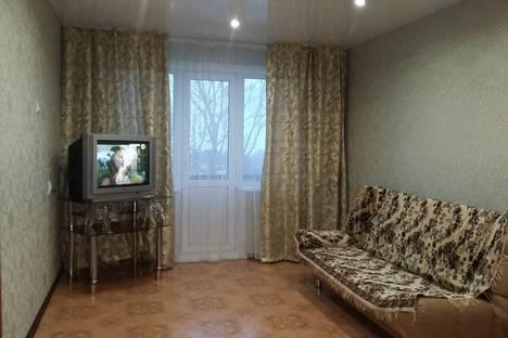 Сдается 1-комнатная квартира посуточно в Яровом, квартал Б,23.