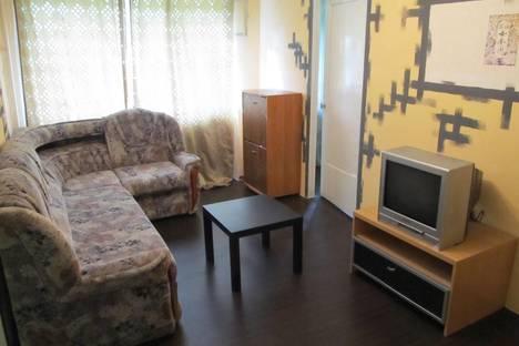Сдается 2-комнатная квартира посуточнов Глазове, ул. Ленина, 11.