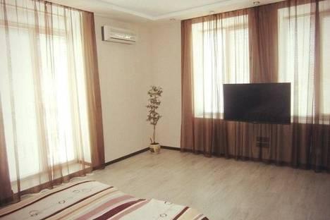 Сдается 2-комнатная квартира посуточно в Бердянске, пр. Ленина, 33.