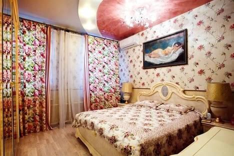 Сдается 4-комнатная квартира посуточнов Санкт-Петербурге, ул. Ропшинская, 4.