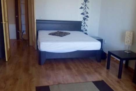 Сдается 1-комнатная квартира посуточно в Тюмени, ямская,94.