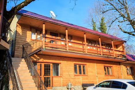 Сдается коттедж посуточно в Адлере, г.Сочи, Адлерский район, п. Монастырь, ул. Скальная 4.