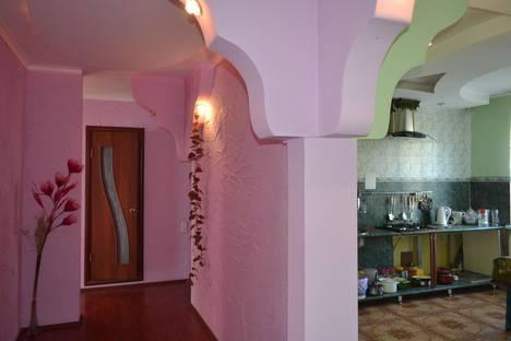 Сдается 4-комнатная квартира посуточнов Златоусте, ул. Жуковского, 6.