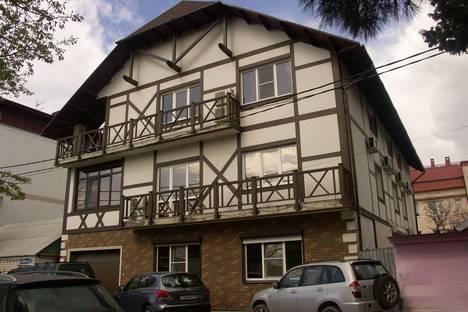 Сдается 2-комнатная квартира посуточно в Геленджике, ул. Шевченко, 53.