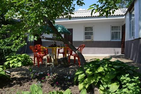 Сдается 2-комнатная квартира посуточно в Таганроге, ул. Бабушкина, 18.