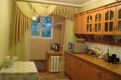 Сдается 2-комнатная квартира посуточно, Космонавтов 26.