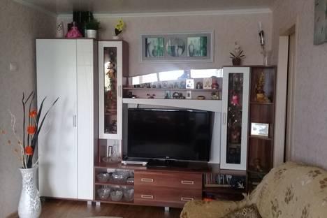 Сдается 3-комнатная квартира посуточно в Яровом, ул.40 лет Октября д 8.