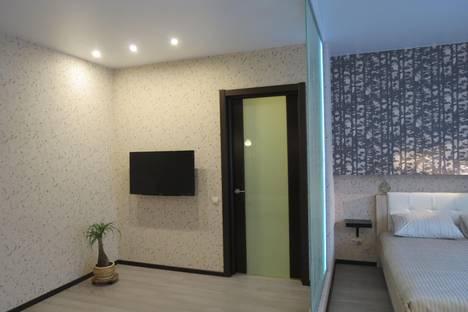 Сдается 1-комнатная квартира посуточно в Омске, ул. 6-я Линия, 97.