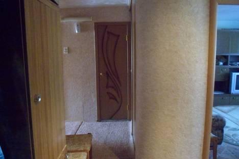 Сдается 2-комнатная квартира посуточно в Яровом, квартал В, 4.
