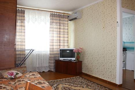 Сдается 1-комнатная квартира посуточно в Яровом, ул. 40 лет Октября, 8.