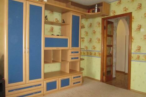 Сдается 2-комнатная квартира посуточно в Батайске, ул. Октябрьская, 120а.