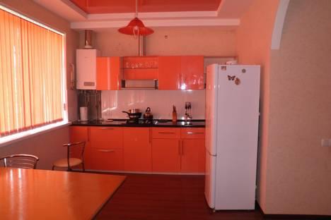 Сдается 2-комнатная квартира посуточно в Алуште, ленина 27.