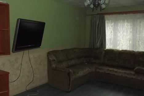 Сдается 2-комнатная квартира посуточно в Октябрьском, ленина 38.