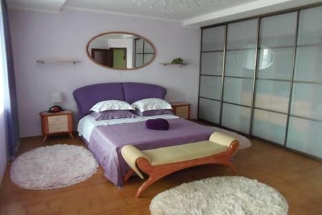 Сдается 2-комнатная квартира посуточно, ул. Орджоникидзе, 30.