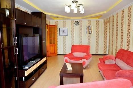Сдается 3-комнатная квартира посуточно в Брянске, ул. Ромашина, 32.