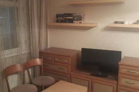 Сдается 1-комнатная квартира посуточно в Новомосковске, Калинина 17а.