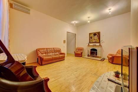 Сдается 3-комнатная квартира посуточнов Санкт-Петербурге, переулок Графский,  7.