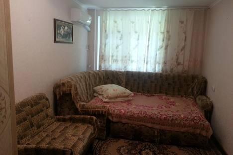 Сдается 2-комнатная квартира посуточно в Алуште, ул. Платанова, 2.