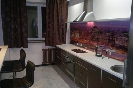 Сдается 1-комнатная квартира посуточно в Тюмени, ул. Газовиков, 49 к 1.