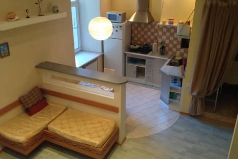 Сдается 1-комнатная квартира посуточнов Санкт-Петербурге, Ул. Большая Зеленина,13.