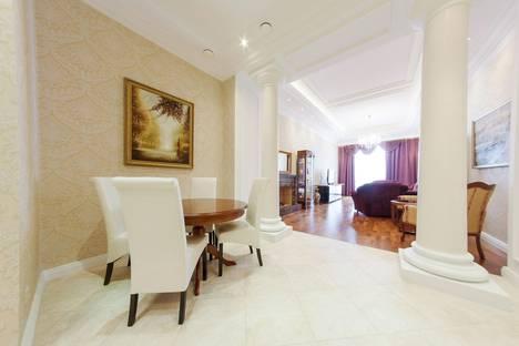 Сдается 2-комнатная квартира посуточнов Санкт-Петербурге, Моховая ул 4.