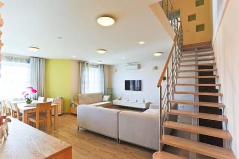 Сдается 4-комнатная квартира посуточно в Минске, улица Сторожевская 8.