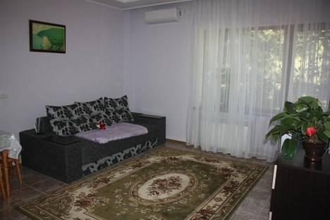 Сдается 2-комнатная квартира посуточно в Партените, ул . Солнечная д 13.