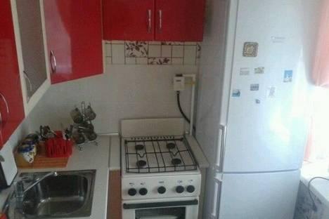 Сдается 2-комнатная квартира посуточно в Яровом, Квартал Б, дом 2.