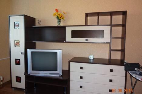 Сдается 3-комнатная квартира посуточно в Яровом, квартал Б дом 3.