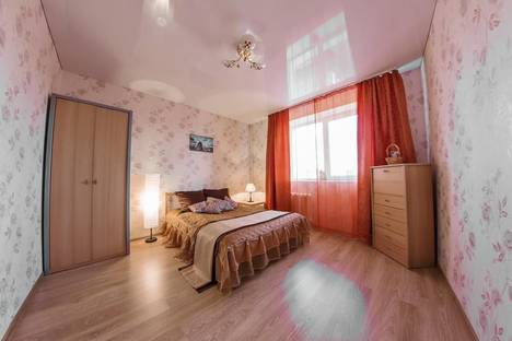 Сдается 2-комнатная квартира посуточно, ул. Чернышевского 7.