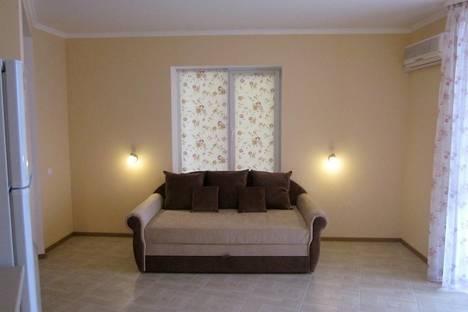 Сдается 1-комнатная квартира посуточно в Алуште, ул. Александрийская дача, 26.