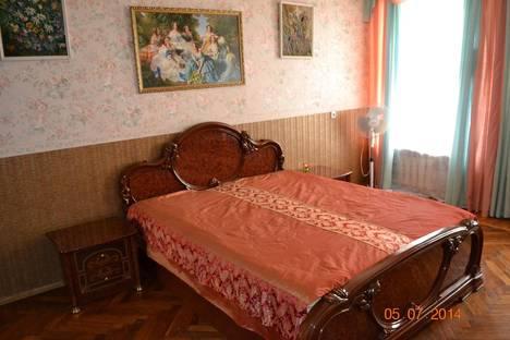 Сдается 3-комнатная квартира посуточнов Санкт-Петербурге, Советский переулок д16.